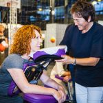 lach dag Een stralende lach door Maureen van stoelmassage op locatie | Chair massage corporate and event also English spoken stoelmassage pilot bureau dag dag van geluk vrijwilligersdag ondernemer