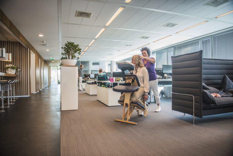 Stoelmassage op locatie | Chair massage corporate and event also English spoken stoelmassage pilot